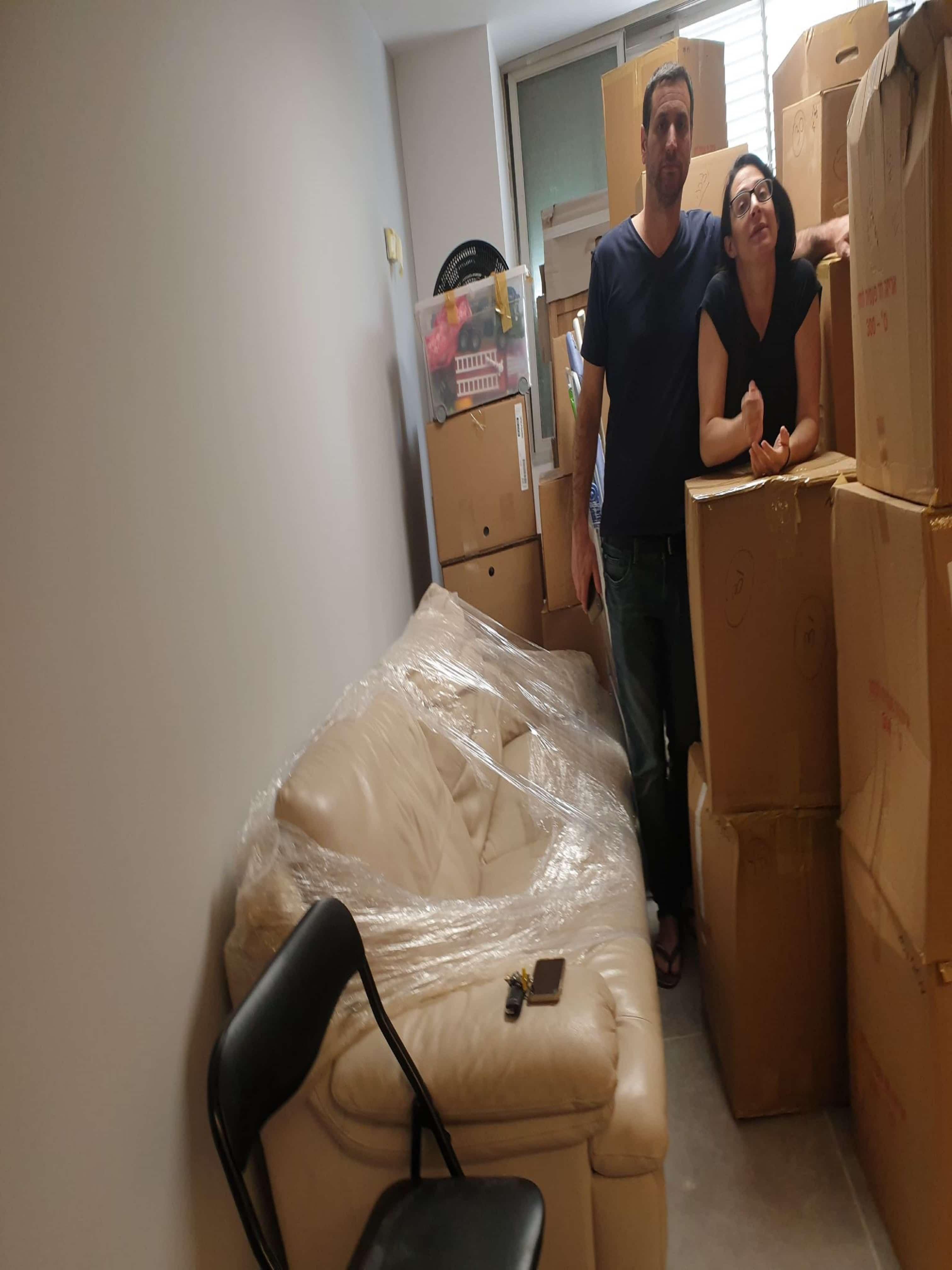 תמונה של לקוחות מרוצים מהשירות שהם קיבלו מחברת באקו הובלות